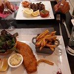 Fish & chips et encornets à la plancha au pesto