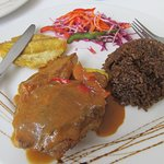 Filete de pescado en salsa criolla