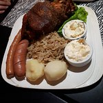 Eisbein (joelho de porco e acompanhamentos)