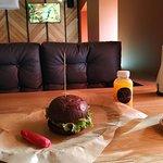 Бургер 12 негритят, облепиховый лимонад