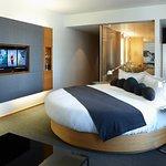 Hotel Le Germain Maple Leaf Square Bild