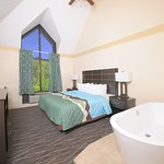 King bed with Soaking Tub