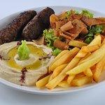 Prato tradicional árabe : Kafta,homus,fatuch e fritas!