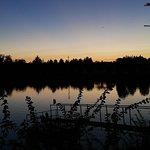Serata in riva al lago