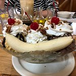 Banana split with the flight of sodas in the background