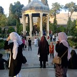 صورة فوتوغرافية لـ قبر حافظ