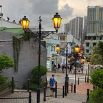 Walking to Rua do Cunha