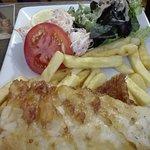 Fish and chips : froid au centre, frites Pas comme en GB et serait mieux Avec mushy peas