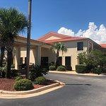 Фотография Days Inn & Suites by Wyndham Navarre Conference Center