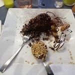 Torta al cioccolato con cucchiaio di Nutella e granella di nocciole.... sublime !