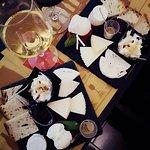 Tagliere di formaggi...accompagnato da calice di falanghina