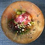 Gelakte Iberico varkenswang met parelgort risotto, krokante aardappel, asperge en Coppa di Parma
