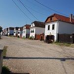 un pequeño pueblo habitado de gente hungara en Transilvania