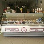 Φρέσκο Χειροποίητο παγωτό ημέρας φτιαγμένο με μεράκι και με τα καλύτερα υλικα.