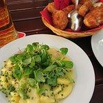 Pollo fritto e insalata di patate (kartoffelsalat)
