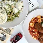 PASTA FRESCA - pesto + mozzarella // pomodori + mediterranean balls