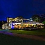 Die Grand Casino Baden Terrasse bei Nacht