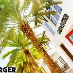 30A Burger at 30Avenue, Front Exterior, Day