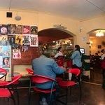 ambiente para leer , pláticar sobre arte y teatro mientras se degusta el café de gianfranco
