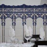 Salão revestido de lindos azulejos