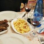 Foto de Tony's Taverna Restaurant