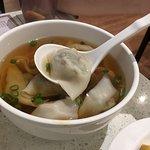 上海弄堂菜肉餛飩照片