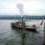 Dampfschiff bei der Abfahrt in Niederuster