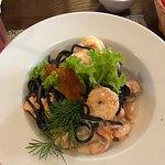 Черные спагетти с морепродуктами