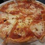 Pizza margherita già spicchiata per il bambino