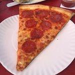 صورة فوتوغرافية لـ Road House Brickoven Pizza