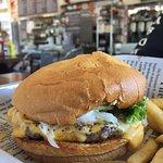 screamin' special cheese burger