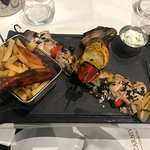 Foto de Carnivore Charcoal Grill