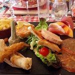 jambon melon nems crevette tempura foie gras tartare de saumon pomme de terres sautés