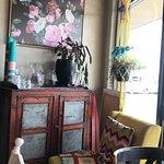 Foto di Two Birds Gallery Cafe