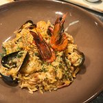 Mithopilafo. Mussels and prawns in rice