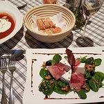 Vorspeisen: Tomatencremesuppe und Michaelerberger Ziegenkäse