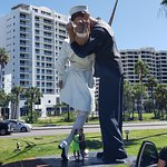 Foto de Unconditional Surrender Sculpture