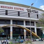 O mercado central de Fortaleza merece a visita do turista. É um bonito espaço, com inúmeras loji