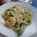 Shrimp with Pea Pods (should have been asparagus) and pasta