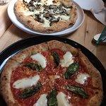 Piatto Pizzeria + Enotecaの写真