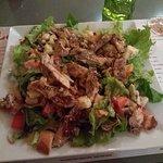 Salade Cocotte (poulet, croutons, salade, tomates, roquefort, noix)