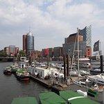 Blick auf Hafen und ElPhi