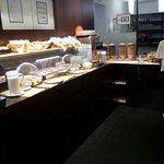 Rezeption und Frühstücksbuffet