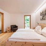 Ferienwohnung mit Zirmholz Möbel