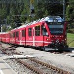 Il Glacier Express con il quale si rriva lla stazione di Cavaglia