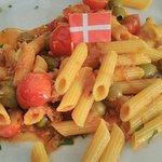 Macarrones con tomate, atún y olivas (sin gluten)