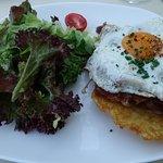 Hauptspeise - Rösti mit Speck und Spiegelei dazu Salat