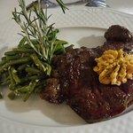 Pièce de viande, beurre provençal , haricots a l' ancienne