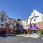 Candlewood Suites Raleigh - Crabtree
