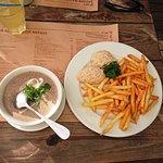 Cream soup of mushrooms / chicken cutlets